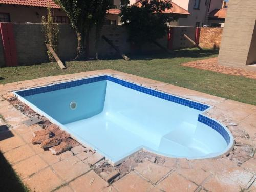 Grind and flow coat old fibreglass pool